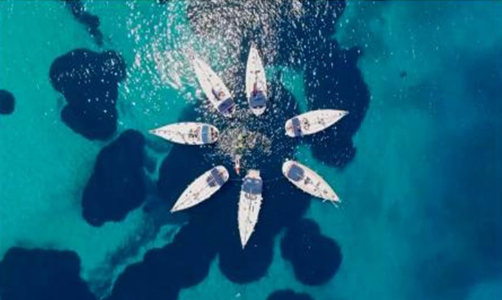 豪华游艇租赁给年轻人提供玩海的便利